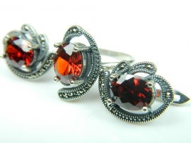 Set bijuterii argint, inel si cercei, rubin si marcasite