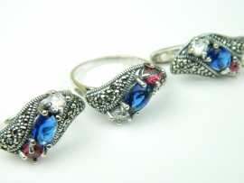 Set bijuterii argint, cercei si inel, rubin, safir, topaz alb si marcasite