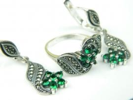 Set bijuterii argint rodiat, aspect aur alb, cercei si inel, smarald si marcasite