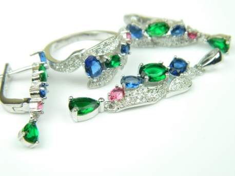 Set bijuterii argint rodiat, aspect aur alb, patru piese, safir, smarald, rubin si zirconii